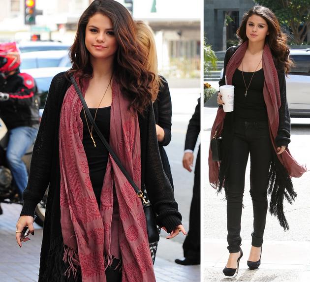 Visual da atriz Selena Gomez no dia a dia.